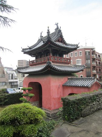 Sofukuji Temple: Contrast of old and new