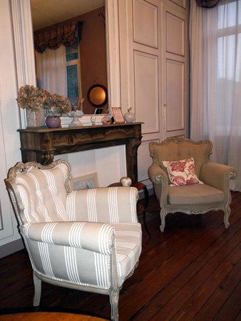 Chambre d'Hotes Cap et Marais d'Opale: Lovely chairs - I could sit there all night!