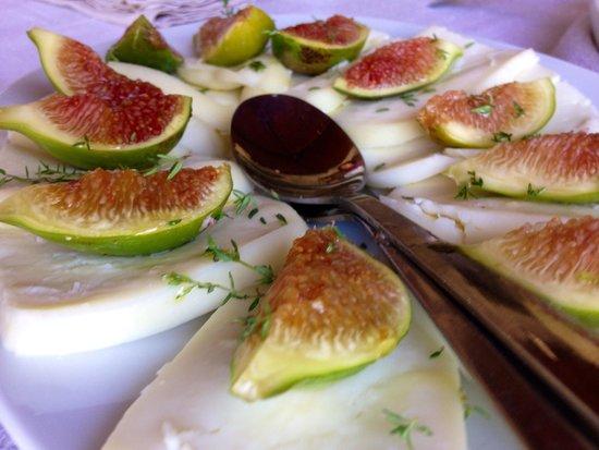 Alessandra Federici's Cucina Cooking School : Cacio e Fiche (Fresh Pecorino cheese and Figs)