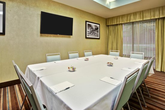 Hampton Inn Manassas: Meeting Room Conference Setting