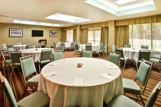Hampton Inn Manassas: Meeting Room Round Table Setting