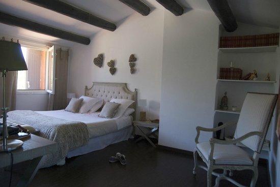 Villa Des Roses: Room