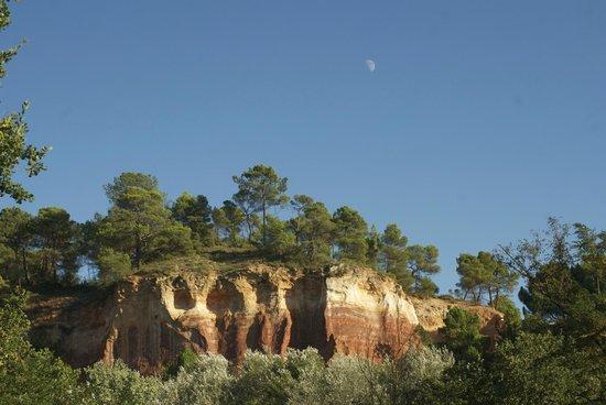 Villa Des Roses : View on ochre rocks