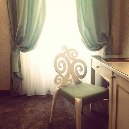 Hotel dei Borgia: Le bureau et sa jolie chaise