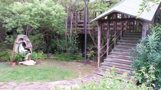 Geovillage Sport Wellness & Convention Resort : Ponte in legno che collega le due parti del resort