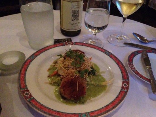 Cafe Beaujolais: Crab cakes & wine...yum!!