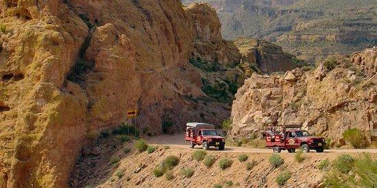 Apache Trail Tours: Mountain pass