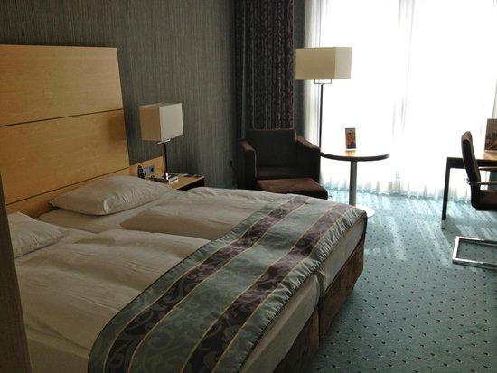 Maritim Hotel Duesseldorf: Bedroom