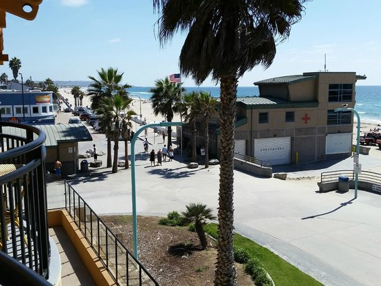 Ocean Park Inn : Boardwalk and PB Lifeguard Station