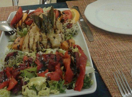 Quintessence Cafetería-Restaurante: Ensalada riquisima de pollo de corral