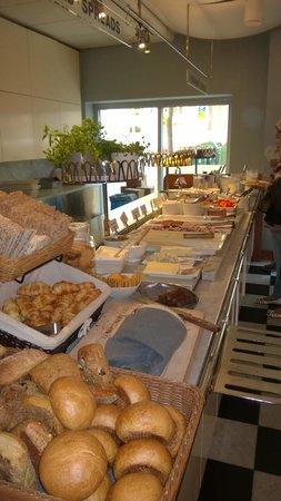Mornington Hotel Stockholm City: breakfast buffet