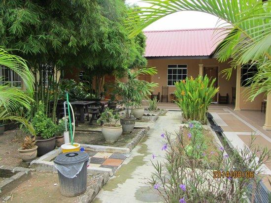 NR Langkawi Motel: tuin bij de kamers