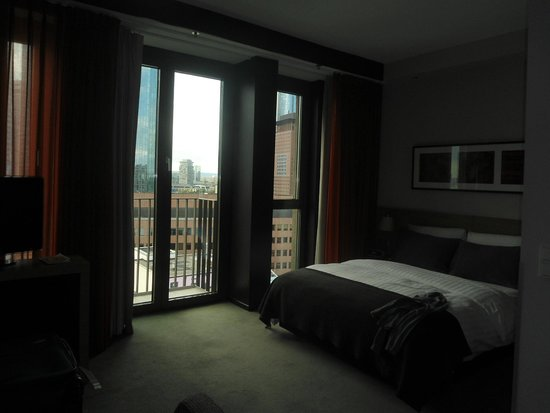 Adina Apartment Hotel Frankfurt Neue Oper: habitacion