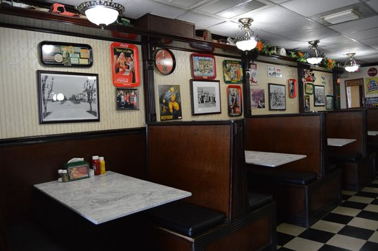 Soda Fountain of Venice: Booths