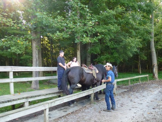 Cades Cove Riding Stables : Kevin telling us about our horses