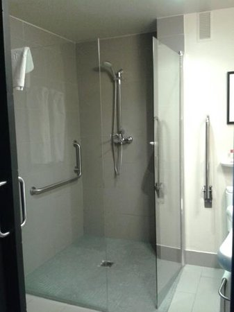 Hotel Medium Valencia: ducha muy grande