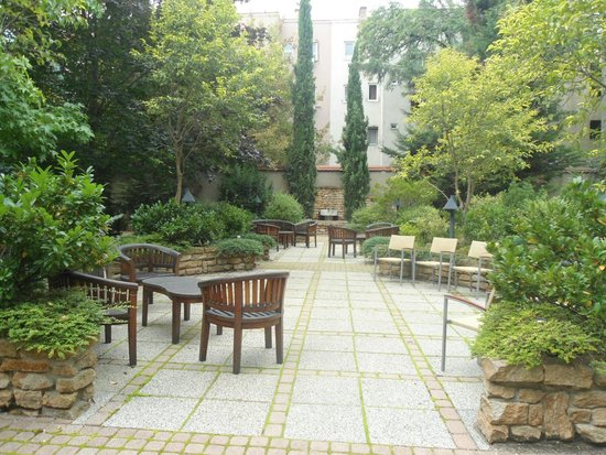 Adina Apartment Hotel Budapest: jardin