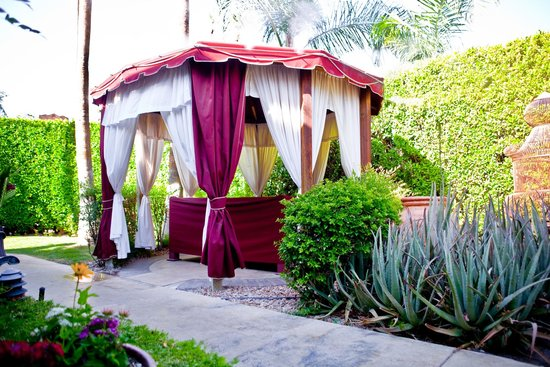 Desert Paradise Gay Men's Resort: Garden Massage Gazebo
