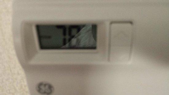 Howard Johnson Jamaica Queens JFK Airport near AirTrain: Thermostat going no lower than 78 degrees Fahrenheit.