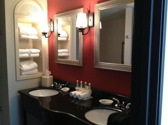 2 Sink Bathroom Picture Of Holiday Inn Express Hotel Suites Eugene Eugene Tripadvisor