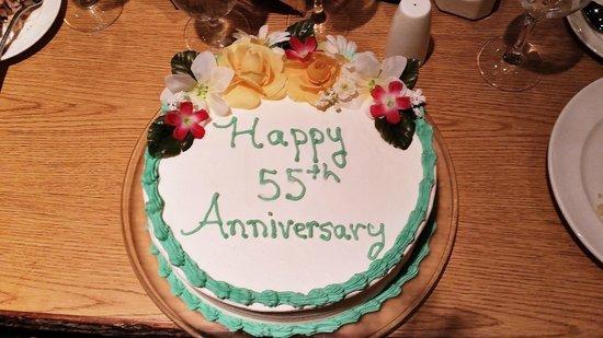 Stonewall Resort: Special pre-ordered custom cake at Still Waters restaurant