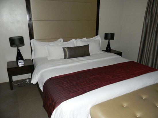 Goldberry Suites & Hotel: Удобная, большая кровать
