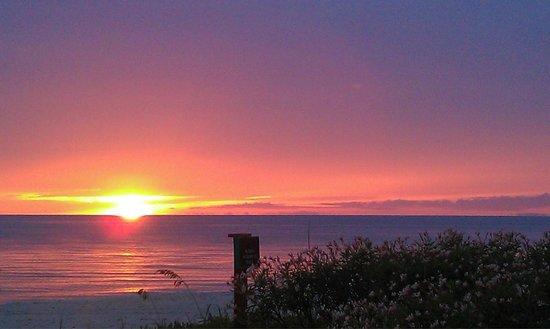 LaPlaya Beach & Golf Resort, A Noble House Resort: Sunset from the Beach