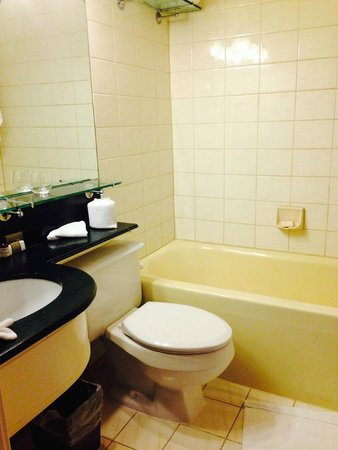 The Fairmont Empress: tired old bathroom