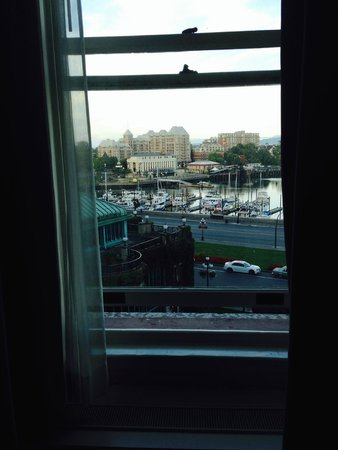 The Fairmont Empress: 6 inch opening....can't breathe!
