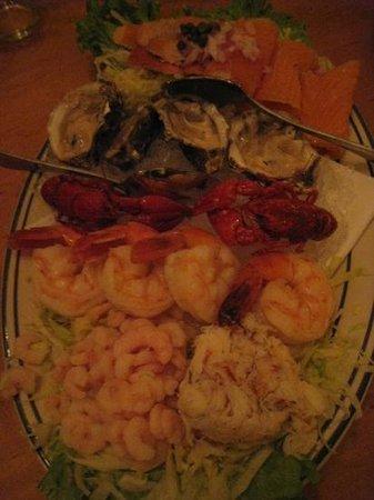 Jake's Famous Crawfish: 海鮮盤