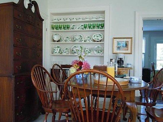 Ampersand Guesthouse : Breakfast Area