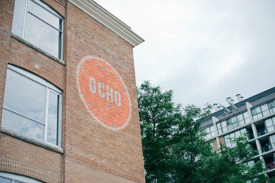 Hotel Ocho: The sign