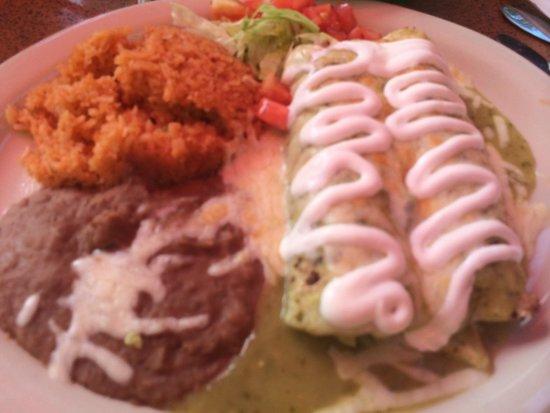 Casa Rio : Chicken Verde Enchiladas