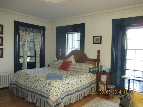 The Tipsy Butler Bed and Breakfast: Room
