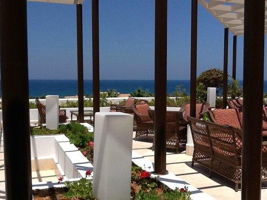 Terras voor de hal ingang picture of aldemar royal mare luxury