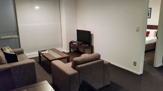 Barclay Suites Auckland : Lounge area, room 302