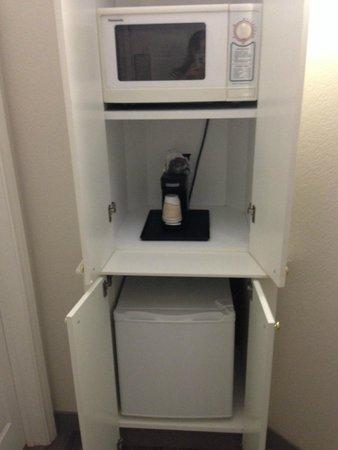 La Quinta Inn & Suites Tucson Airport: Microwave and fridge