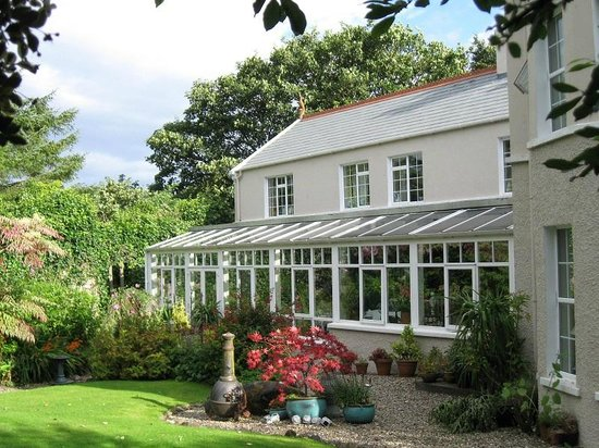 Whitepark House: View of the garden room where breakfast was served.