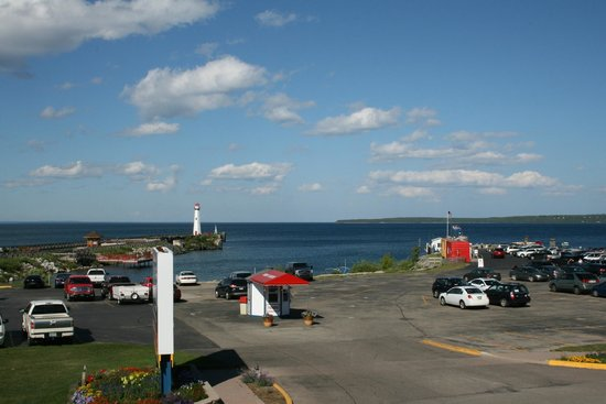 Village Inn of Saint Ignace: View from balcony room
