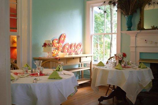 High Meadows Inn: Dining area