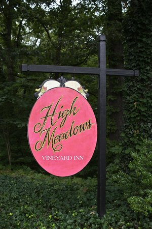 High Meadows Inn: Front Sign