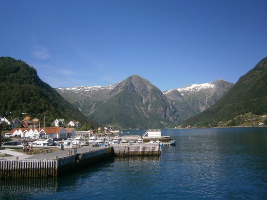 Roedne Fjord Cruise: Town in the fjords