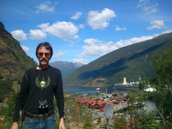 Roedne Fjord Cruise: At Flam town, our stop after the boat trip.