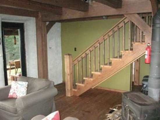 Falcon Trails Resort: Stairs to the second level with loft and bedroom