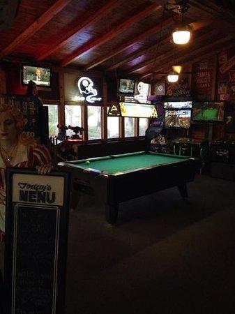 Oscar's: Game room area