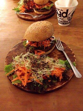 Te Quiero Verde: Burger végétarien accompagné de salades (à la place de frites)