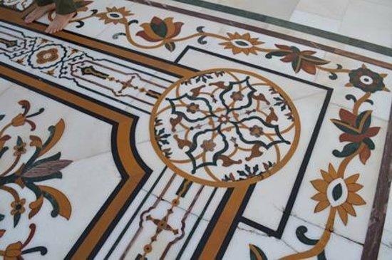 Akal Takht: Detalhe do piso externo