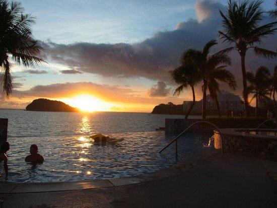 Hotel Santa Fe Guam: オーシャンフロント部屋からの景色 夕方