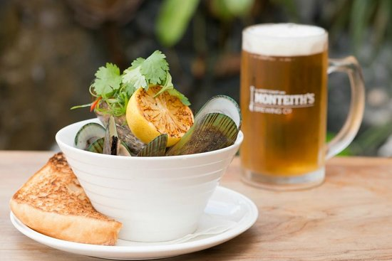 Alfresco's Restaurant and Bar: Mussels & Beer