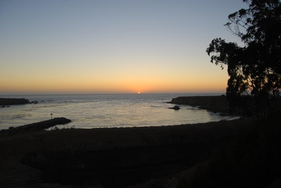 North Cliff Hotel: A Pacific Ocean Sunset